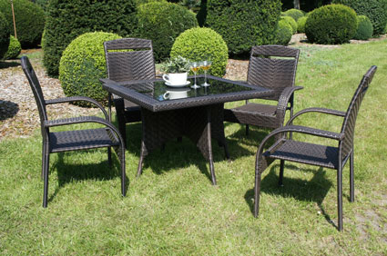 die gartenm bel aus polyrattan sind viel pflegeleichter. Black Bedroom Furniture Sets. Home Design Ideas